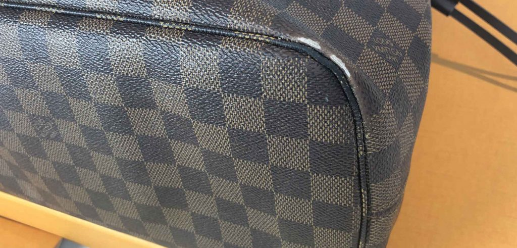 Louis Vuitton Neverfull canvas Damage Example to bottom Corners