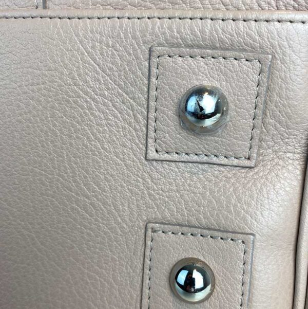 Mulberry bayswater pebble putty nude beige bag bottom studs