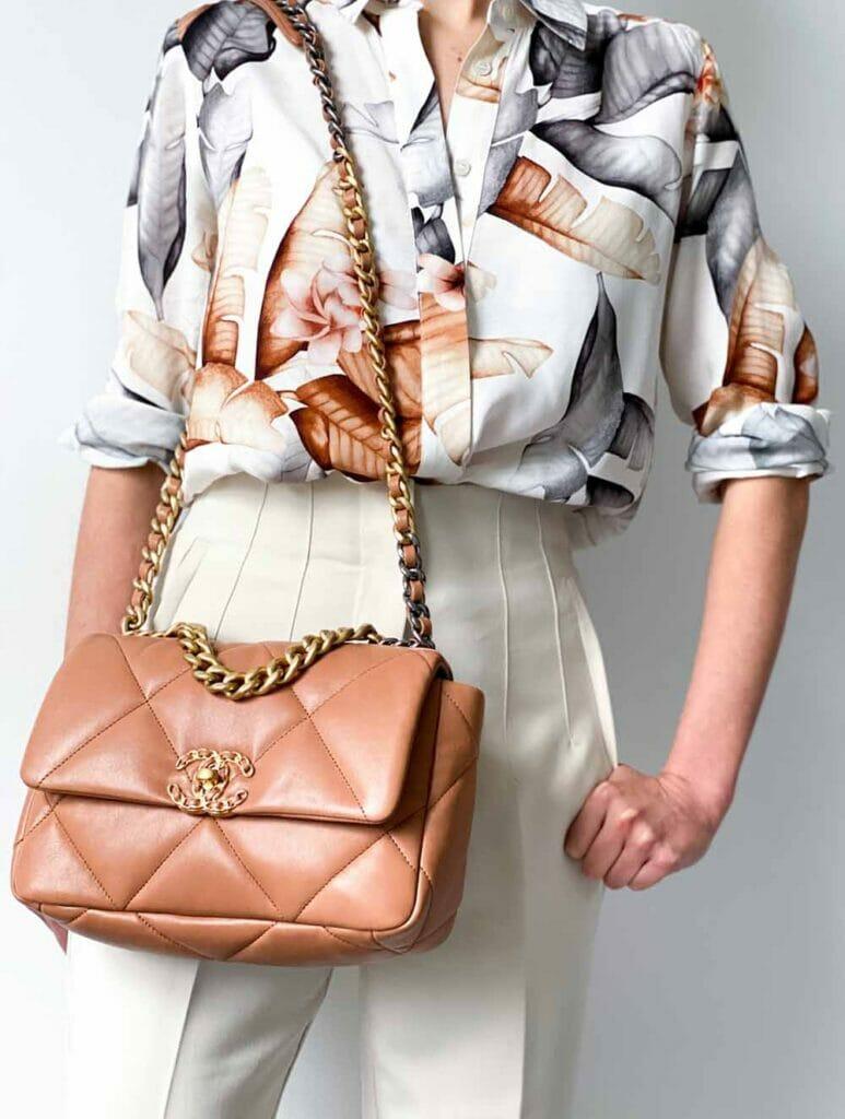 Caramel Chanel 19 bag outfit small size shoulder bag